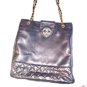 Large Chanel black leather shopping tote bag gold